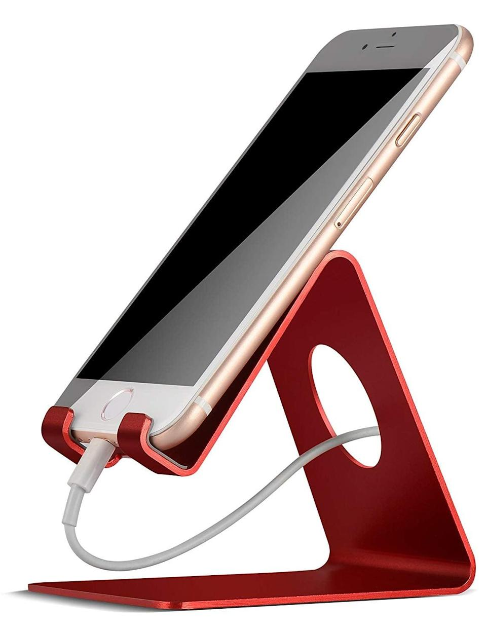<p>We know that this <span>Lamicall Cell Phone Stand</span> ($10) is the best choice on Amazon because it has over 10,000 rave reviews.</p>
