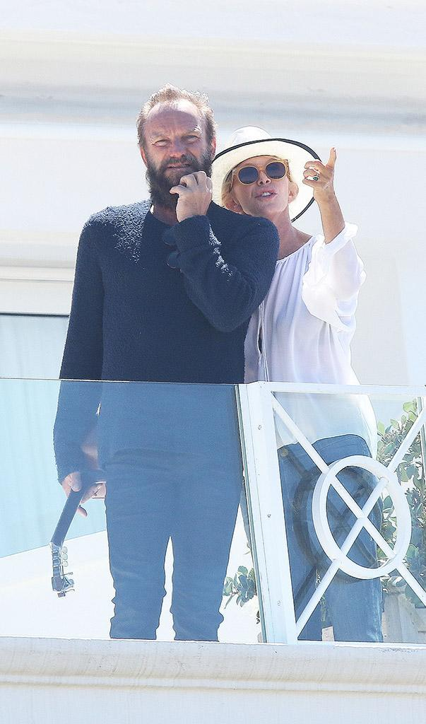 <p>The rock star played guitar on the balcony of Hotel du Cap-Eden-Roc before having lunch aboard the C2 yacht in 2015. (Photo: Splash News) </p>