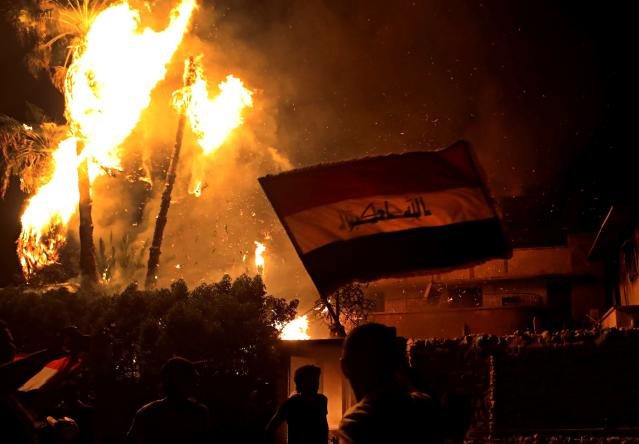 <p>Protesters wave national flags after burning the municipal complex during protests demanding better public services and jobs in Basra, 340 miles (550 km) southeast of Baghdad, Iraq, Wednesday, Sept. 5, 2018. (Photo: Nabil al-Jurani/AP) </p>
