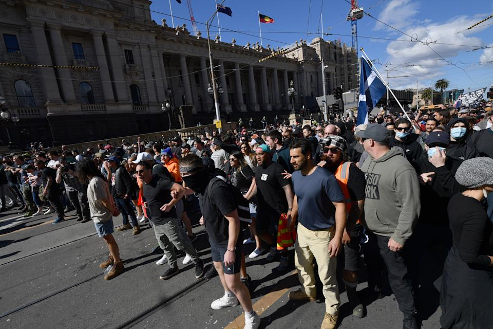 Protesters face off with police during the anti-lockdown protest where violent scuffles broke out. Source: AAP