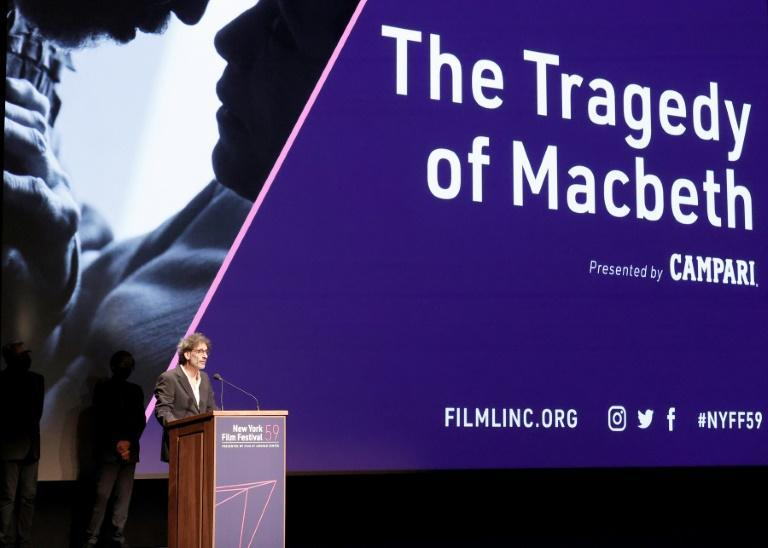 """The American director Joel Coen speaks head of the premiere of his film """"The Tragedy of Macbeth"""" at the New York Film Festival (AFP/Arturo Holmes)"""