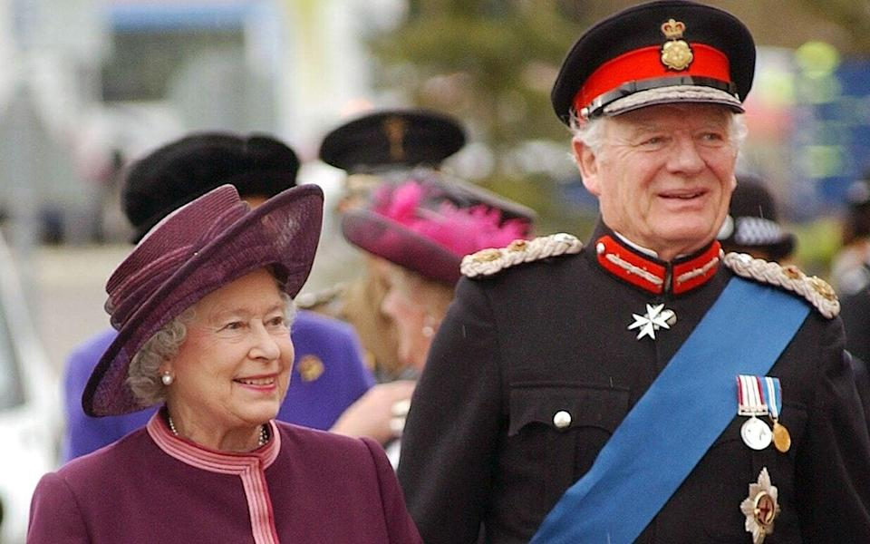 Sir Timothy Colman, Lord-Lieutenant of Norfolk, with the Queen on a Royal visit to the new Norfolk and Norwich Hospital in 2004 - Edppics/N Butcher/Shutterstock