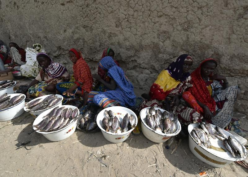 Fish vendors on January 26, 2015 in Baga Sola, which was targeted by a blast blamed on Boko Haram on October 10, 2015 (AFP Photo/Sia Kambou)