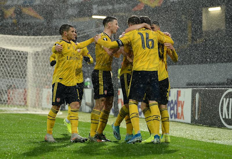 GUIMARAES, PORTUGAL - NOVEMBER 06: Shkodran Mustafi of Arsenal celebrates his team after scoring his team's first goal during the UEFA Europa League group F match between Vitoria Guimaraes and Arsenal FC at Estadio Dom Afonso Henriques on November 06, 2019 in Guimaraes, Portugal. (Photo by Octavio Passos/Getty Images)