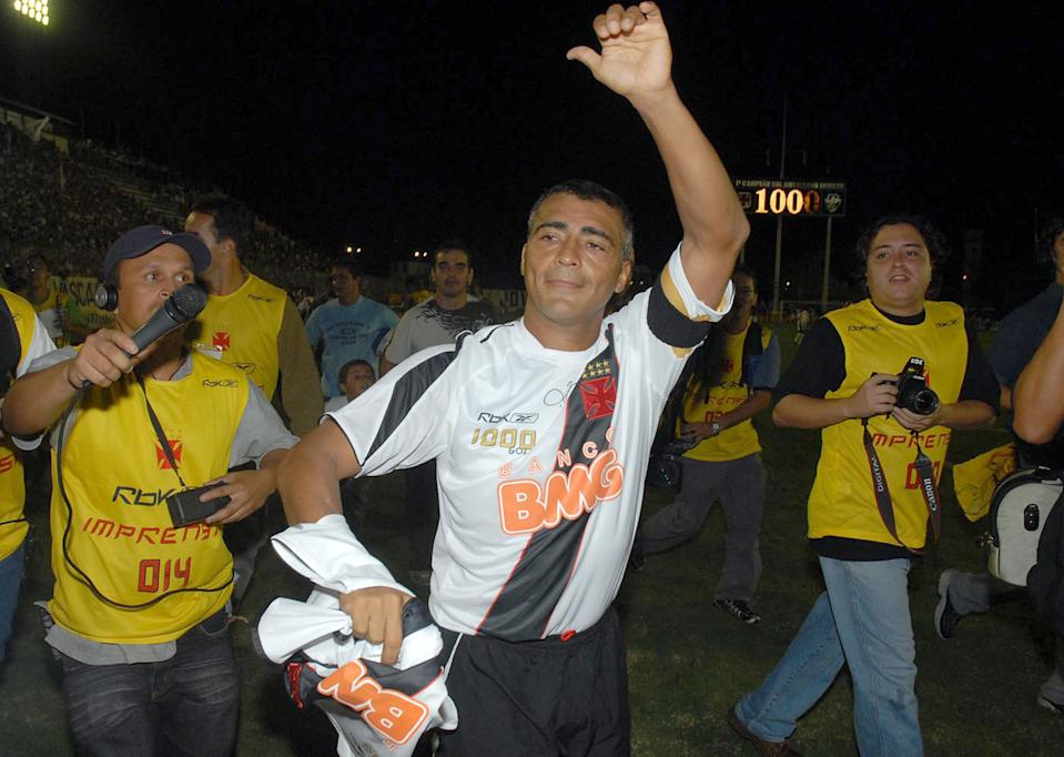 Brazilian legend Romario scored his 1000th goal of his playing career including youth, friendly and testimonial games with a penalty kick during the match between Vasco da Gama and Sport Recife, in Rio De Janeiro, Brazil, on May 20, 2007. (Photo by CityFiles/WireImage) *** Local Caption ***