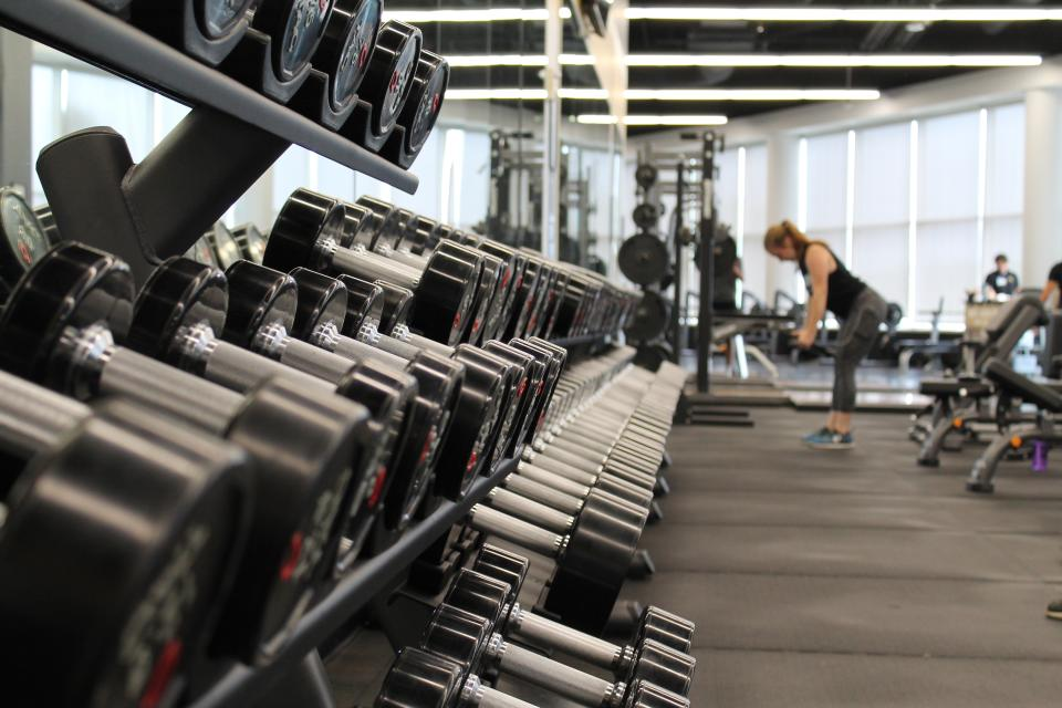 """Weightlifting costs about £31 per pound lost if you choose a """"vigorous"""" workout. Photo: Danielle Cerullo/Unsplash"""