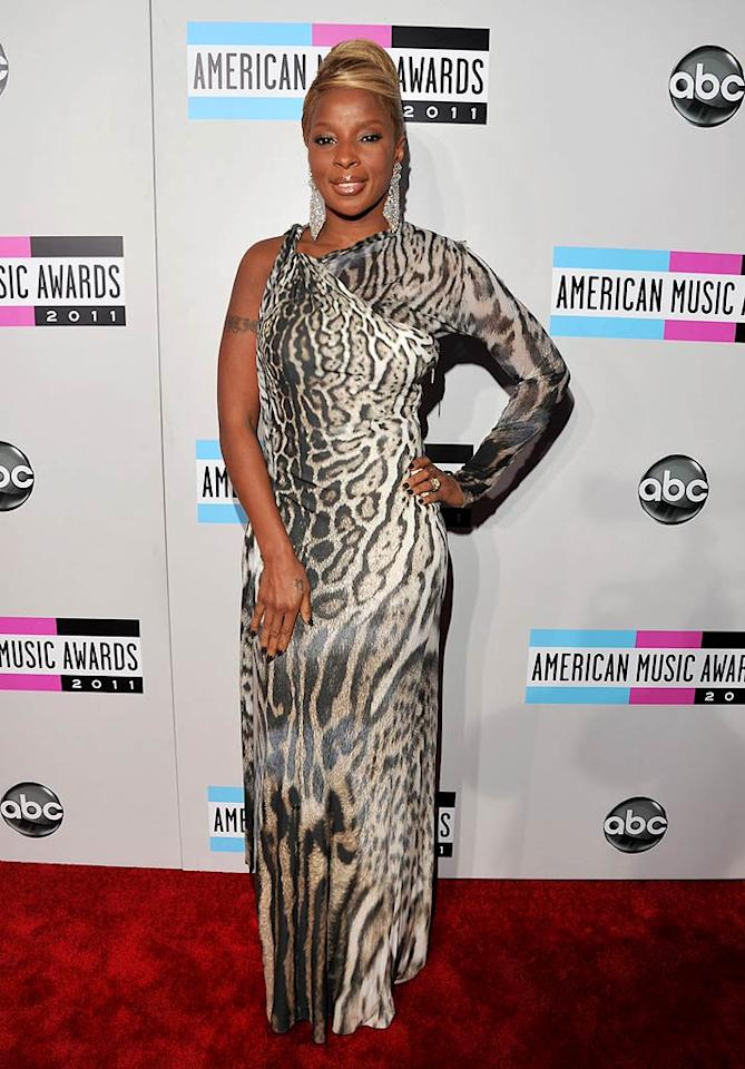 Mary J. Blige arrives at the 2011 American Music Awards held at the Nokia Theatre L.A. LIVE. (11/20/2011)