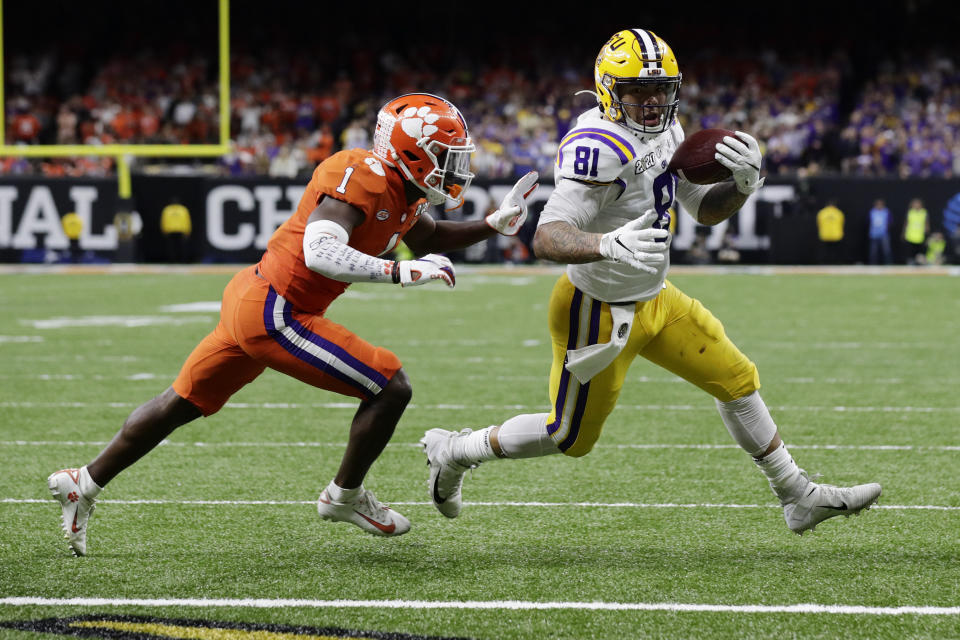 LSU tight end Thaddeus Moss, right, declared for the NFL Draft on Friday. (AP/Sue Ogrocki)