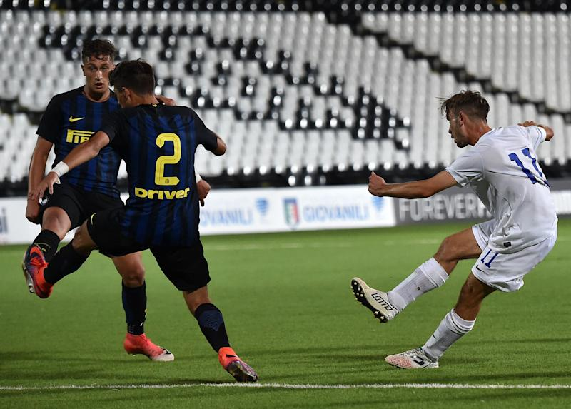 Andrea Rinaldi of Atalanta BC scores goal 2-2 during the U17 Serie A Final match between Atalanta BC and FC Internazionale on June 21, 2017 in Cesena, Italy. (Photo by Giuseppe Bellini/Getty Images)