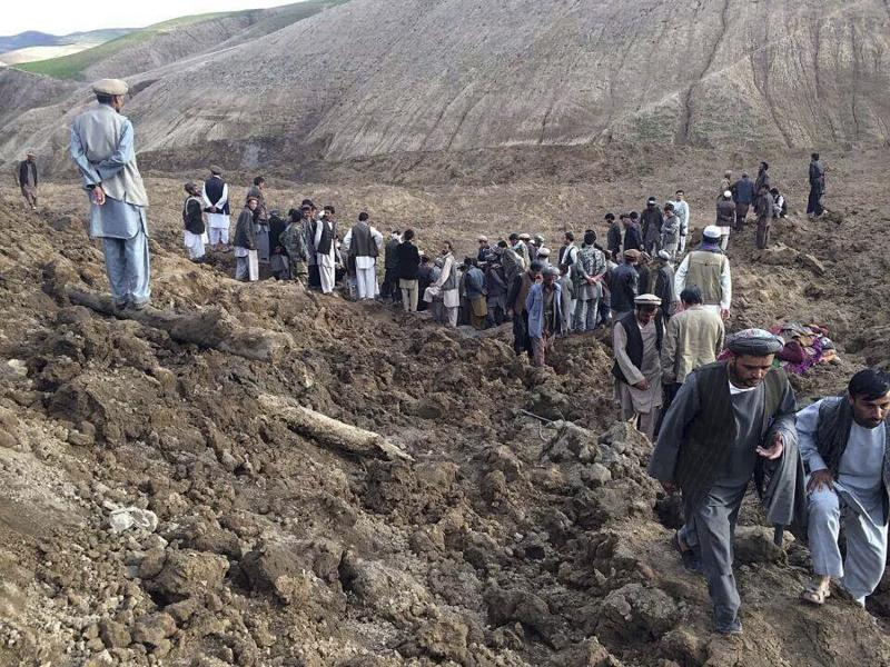 Afghan villagers gather at the site of a landslide at the Argo district in Badakhshan province, May 2, 2014. More than 2,000 people are trapped after a landslide smashed into a village in a remote mountainous area of northeastern Afghanistan on Friday, a spokesman for the local governor said, prompting a massive search and rescue effort. REUTERS/Stringer (AFGHANISTAN - Tags: DISASTER TPX IMAGES OF THE DAY) ATTENTION EDITORS - THIS PICTURE WAS PROVIDED BY A THIRD PARTY. REUTERS IS UNABLE TO INDEPENDENTLY VERIFY THE AUTHENTICITY, CONTENT, LOCATION OR DATE OF THIS IMAGE. THIS PICTURE IS DISTRIBUTED EXACTLY AS RECEIVED BY REUTERS, AS A SERVICE TO CLIENTS. NO SALES. NO ARCHIVES. FOR EDITORIAL USE ONLY. NOT FOR SALE FOR MARKETING OR ADVERTISING CAMPAIGNS