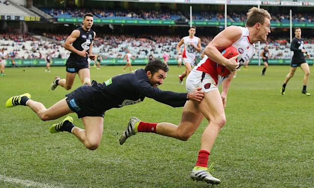 "<span class=""element-image__caption"">Kade Simpson's desperate tackles and brave marks have made him a fan favourite across 269 games at Carlton.</span> <span class=""element-image__credit"">Photograph: Michael Dodge/Getty Images</span>"