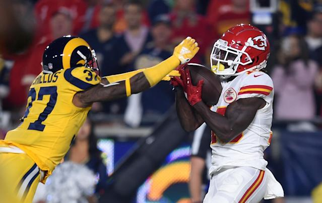 "<a class=""link rapid-noclick-resp"" href=""/nfl/players/29399/"" data-ylk=""slk:Tyreek Hill"">Tyreek Hill</a>'s catch during Chiefs-Rams wasn't the only great play made during the touchdown. (AP Photo)"