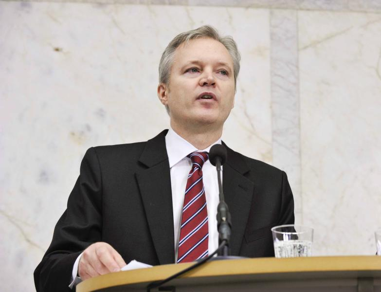 Swedish Defense Minister Sten Tolgfors speaks during news conference in Stockholm Thursday March 29, 2012 Defense Minister Tolgfors is resigning after facing harsh criticism over leaked plans to build a weapons plant in Saudi Arabia. (AP Photo/Fredrik Sandberg) SWEDEN OUT