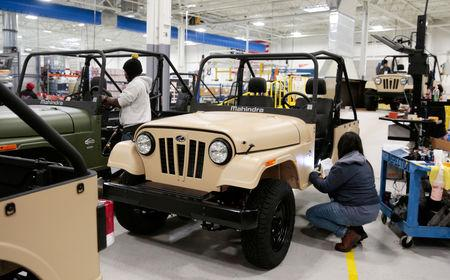 Mahindra Automotive North America quality control workers inspect ROXOR off-road vehicles at the MANA Plant in Auburn Hills, Michigan, U.S., January 30, 2019.  REUTERS/Rebecca Cook