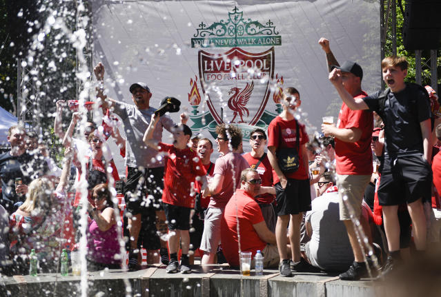 Liverpool supporters sing near a fountain in Kiev, Ukraine, Saturday, May 26, 2018. Supporters were gathering in Kiev ahead of the Champions League final soccer match between Real Madrid and Liverpool later Saturday. (AP Photo/Andrew Shevchenko)