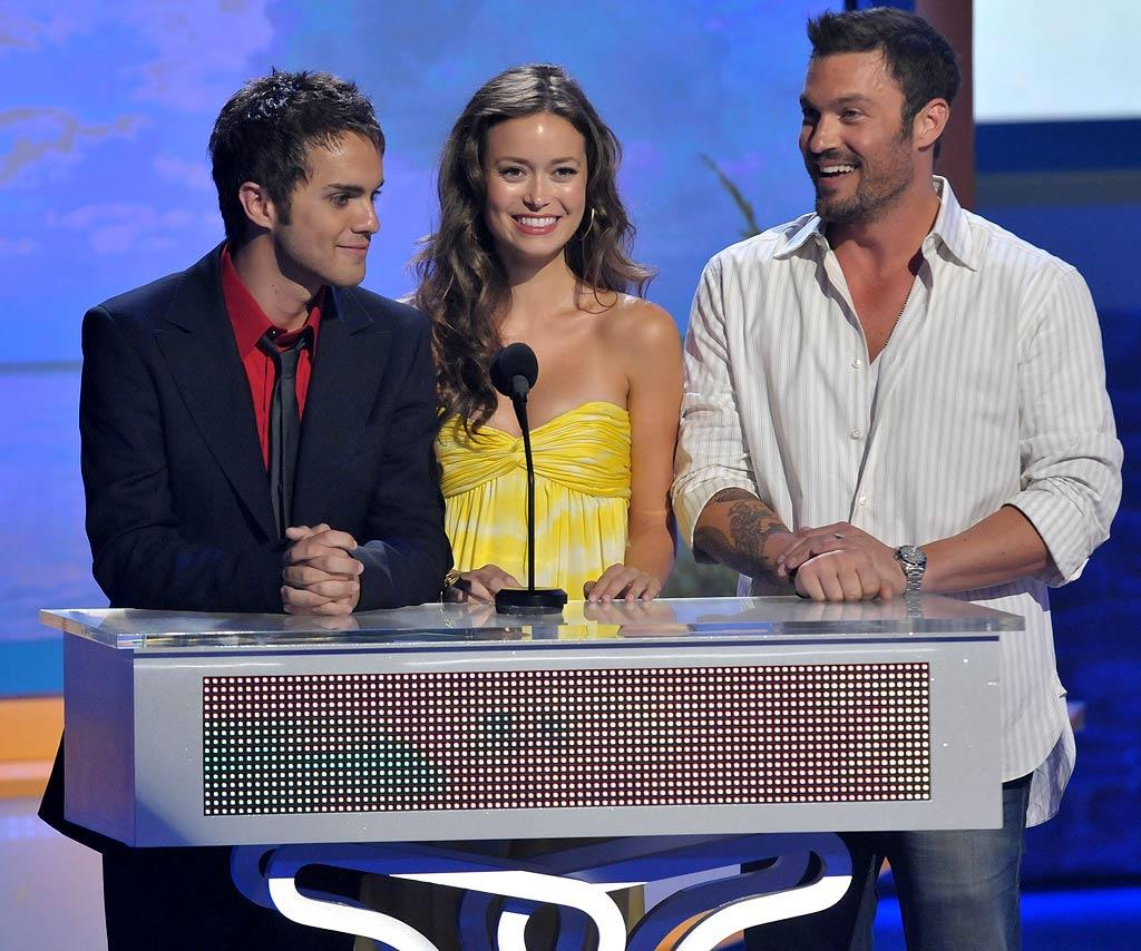 Actors Thomas Dekker, Summer Glau and Brian Austin Green onstage during the 2008 Teen Choice Awards at Gibson Amphitheater on August 3, 2008 in Los Angeles, California.