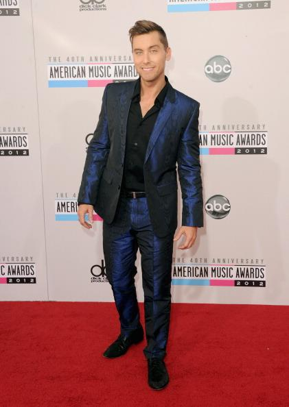 Lance Bass arrives on the 2012 American Music Awards red carpet.