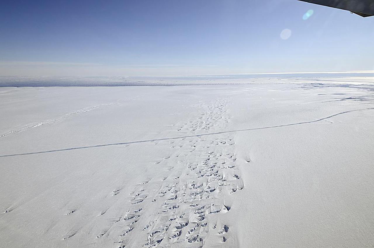 An aerial view of a crack at the Pine Island Glacier ice shelf is seen in western Antarctica, October 26, 2011. With some 29 km (18 miles) of extension and 50 meters deep, the crack could transform a 800 kilometres square iceberg, according to NASA. Picture taken October 26, 2011. REUTERS/NASA/Goddard Space Flight Center/Handout