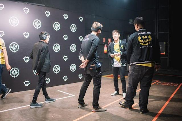 The GIGABYTE Marines prepare for an interview backstage (Riot Games Brazil/lolesportsbr)