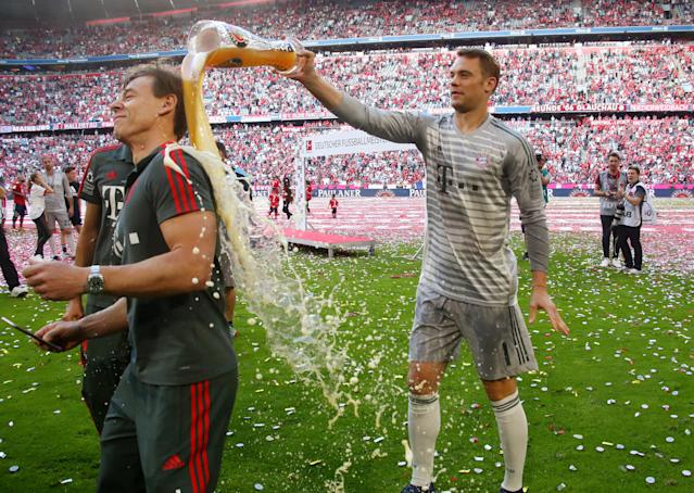 Soccer Football - Bundesliga - Bayern Munich v VfB Stuttgart - Allianz Arena, Munich, Germany - May 12, 2018 Bayern Munich's Manuel Neuer celebrates winning the Bundesliga REUTERS/Michael Dalder DFL RULES TO LIMIT THE ONLINE USAGE DURING MATCH TIME TO 15 PICTURES PER GAME. IMAGE SEQUENCES TO SIMULATE VIDEO IS NOT ALLOWED AT ANY TIME. FOR FURTHER QUERIES PLEASE CONTACT DFL DIRECTLY AT + 49 69 650050