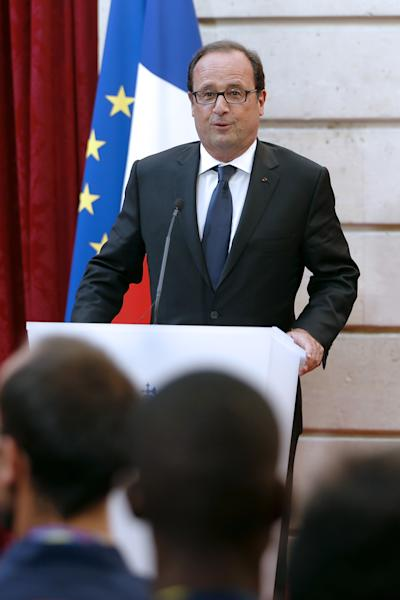French President Francois Hollande (C) delivers a speech on August 18, 2014 at the Elysee palace in Paris (AFP Photo/Charles Platiau)