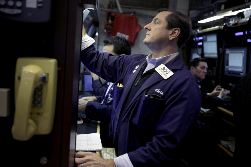 Stocks close lower after weak retail reports