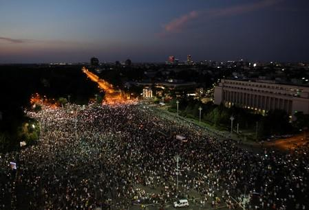 Thousands of people protest against the Romanian government in central Bucharest