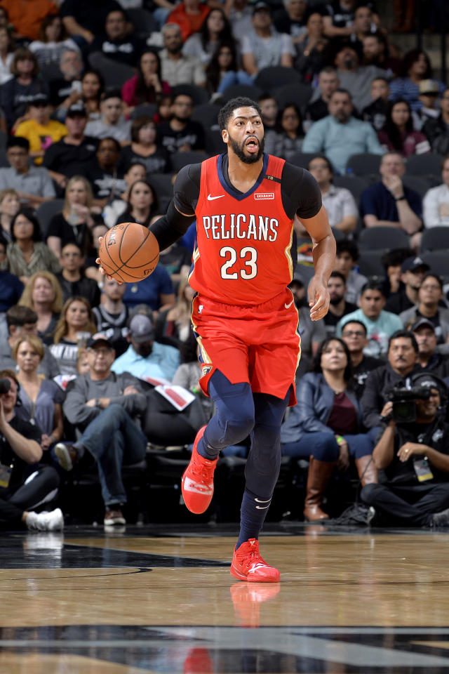 SAN ANTONIO, TX - NOVEMBER 3: Anthony Davis #23 of the New Orleans Pelicans handles the ball against the San Antonio Spurs on November 3, 2018 at the AT&T Center in San Antonio, Texas