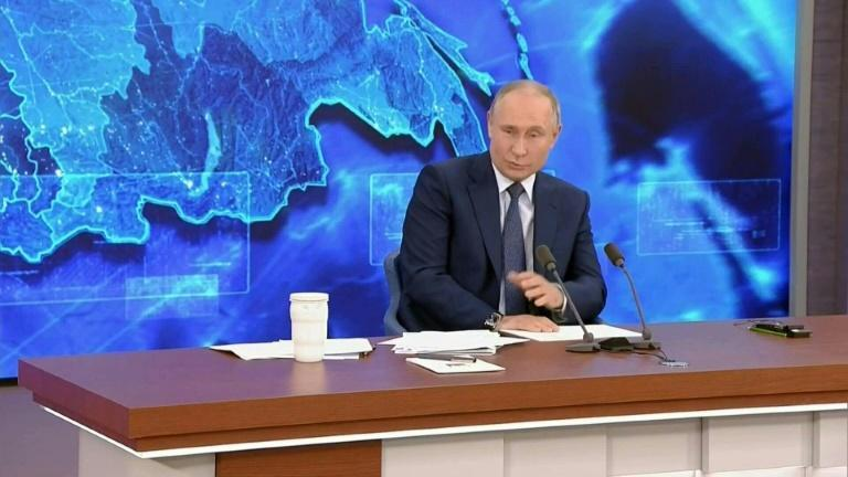 Russian President Vladimir Putin refutes reports that Russia's security services were behind the poisoning of opposition figure Alexei Navalny, saying that if they had been, the opposition leader would not be alive.