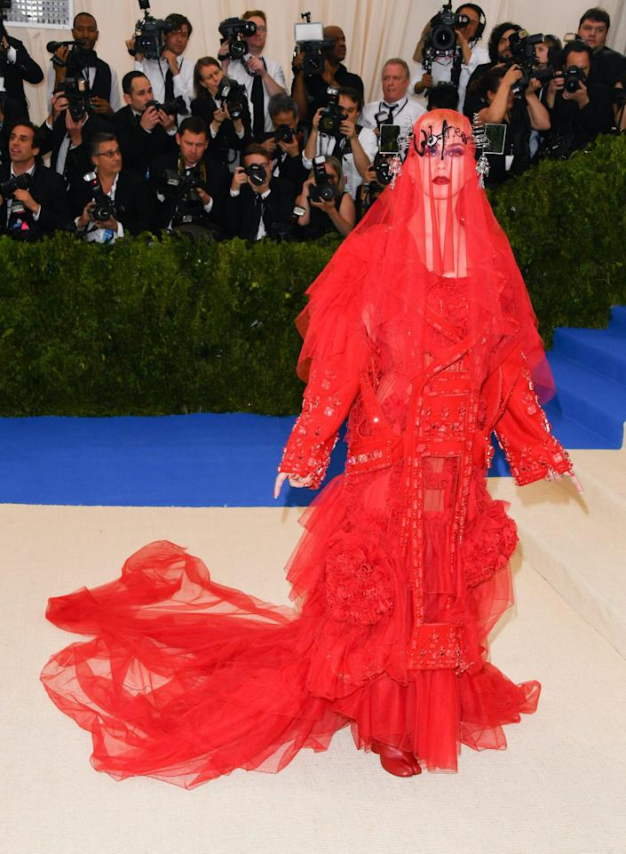 Katy Perry attends the met gala in 2017 wearing red dress with veil