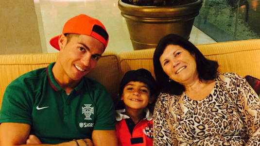 Cristiano Ronaldo Expecting Twin Boys Via American Surrogate