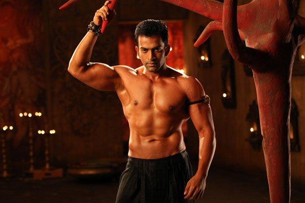 Though Prithviraj Sukumaran is already an established star in the South, he made his Bollywood debut this year. With his well toned physique and smoldering looks he set the screen ablaze in Aiyyaa.