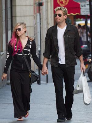 PARIS, FRANCE - SEPTEMBER 13: Singer Avril Lavigne and Chad Kroeger are seen strolling on September 13, 2012 in Paris, France.  (Photo by Marc Piasecki/FilmMagic)