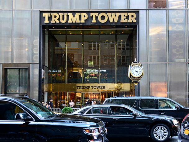 PHOTO: Black limousines pass in front of Trump Tower on Fifth Avenue in New York, New York. (Robert Alexander/Getty Images)