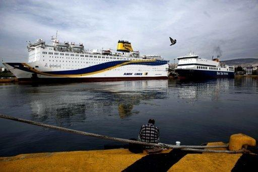 Greek seamen to continue strike, disrupting ferry links