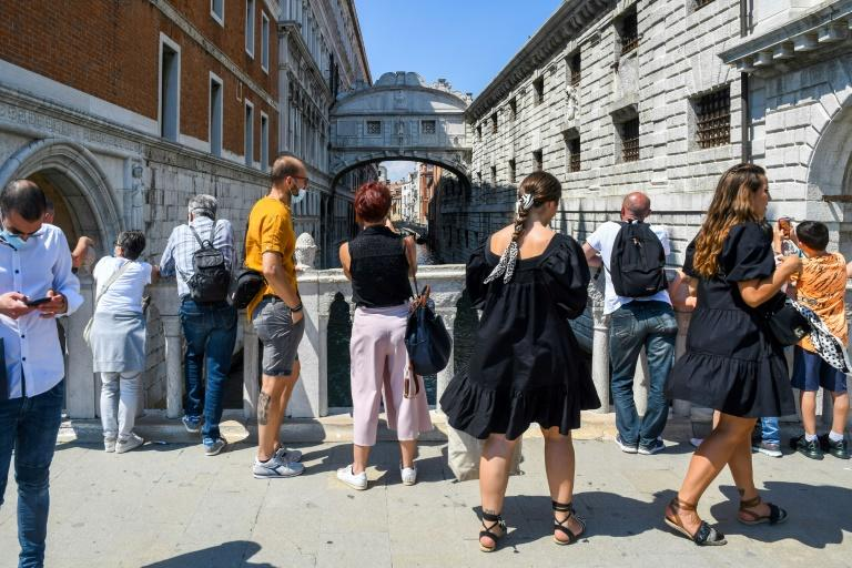 The tourists hone in on the major sights in Venice such as the famous Bridge of Sighs (Ponte dei Sospiri) (AFP Photo/ANDREA PATTARO)