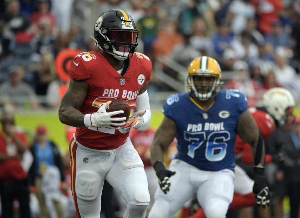 Running back Le'Veon Bell (26) at last year's Pro Bowl, which was the last football game he has played in. (AP)