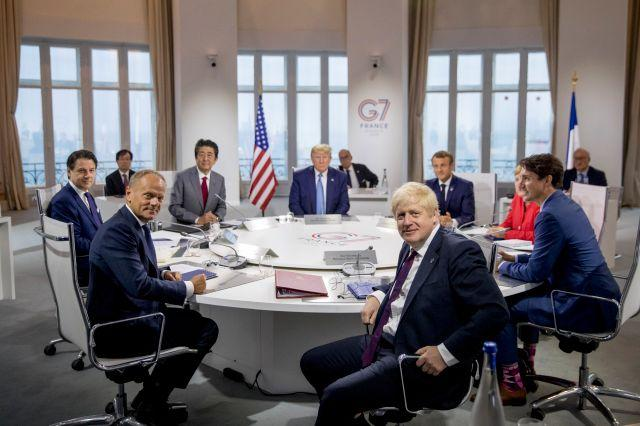 G7 leaders around a table