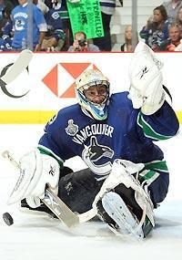 Roberto Luongo bounced back from surrendering 12 goals in Games 3 and 4 with a shutout in Game 5