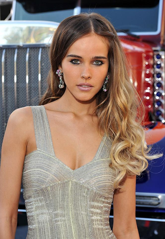 """<a href=""""http://movies.yahoo.com/movie/contributor/1810088917"""">Isabel Lucas</a> at the Los Angeles premiere of <a href=""""http://movies.yahoo.com/movie/1809943432/info"""">Transformers: Revenge of the Fallen</a> - 06/22/2009"""