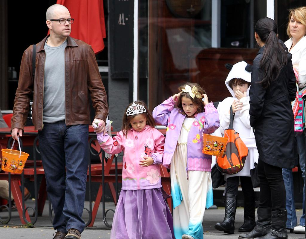 Actor Matt Damon and his wife Luciana Barroso go trick-or-treating with their daughter Isabella and Gia in West Village in New York City. Pictured: Matt Damon, Gia Damon, Isabella Damon and Luciana Barrosa  Ref: SPL452513  281012  Picture by: Christopher Peterson/Splash News   Splash News and Pictures Los Angeles:310-821-2666 New York:212-619-2666 London:870-934-2666 photodesk@splashnews.com