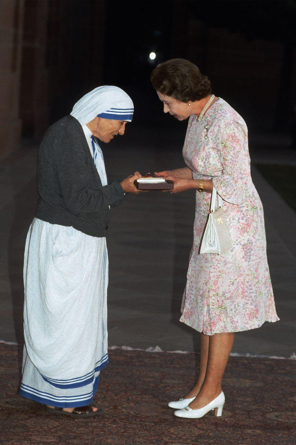 <p>While in Delhi, India, the queen met with Mother Teresa of Calcutta and presented her with the Order of Merit, which recognizes distinguished leaders and culture shifters.</p>