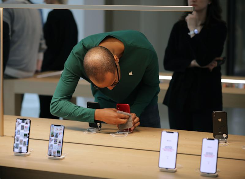 """(Bloomberg Opinion) -- Apple Inc. looks like it may put down close to $1 billion just to keep its devices at the leading edge.Japan Display Inc., one of its key providers of screens, saidFriday morning it would get up to $400 million from bailout partner Harvest Tech Investment Management Co.Nestled into its two-page stock exchangestatement was the revelation that the funding includes $100 million already pledged by a customer.That customer is Apple, according to a Bloomberg News story published in late June. Taiwan's TPK Holding Co., another long-time iPhone component supplier, had been in talks to join a $1.1 billion rescue package for Japan Display but pulled out. That left the company needing to look elsewhere, and Apple stepped in to help fill the void.This development comes a week after Apple's main screen supplier, Samsung Electronics Co., made a cryptic reference to a """"one-time gain related to the display business"""" in its preliminary second-quarter earnings statement. The U.S. company will pay as much as 1 trillion won ($850 million) to make up for a shortfall in purchases of organic light-emitting diode, or OLED, according to South Korea's Electronics Times and analysts at Citigroup Global Markets. (Apple hadn't repliedto a request for comment by publication time Friday.)What's interesting about both these cases is that neither of the payments appears to be for purchasing components directly. Rather, they are simply to prop up or compensate suppliers that Apple uses tomanufacture the most advanced screens available. Samsung is among companies that preceded Apple in incorporating OLED displays in smartphones, yetthe iPhone maker is the only one that buys them by the tens of millions. It relies on Samsung's display division to make that happen.Apple probably locked in that supply by promising to buy a minimum amount, and it may have fallen short given recent weakness in iPhone growth. At the same time, the U.S. company desperately needs alternative sources to"""