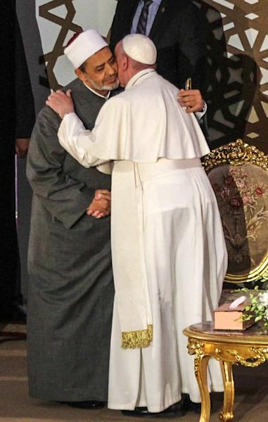 Sheikh Ahmed al-Tayeb, the Grand Imam of Al-Azhar, and Pope Francis embrace during his visit to the prestigious Sunni Muslim institution in Cairo on April 28, 2017 (AFP Photo/STRINGER)