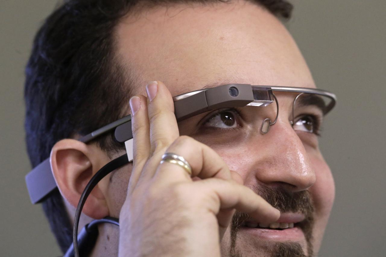 Developer Maximiliano Firtman wears the prototype device Google Glass before a news conference ahead of the 2013 RigaComm event in Riga November 4, 2013. RigaComm will run from November 22 to 24. REUTERS/Ints Kalnins (LATVIA - Tags: BUSINESS SCIENCE TECHNOLOGY)