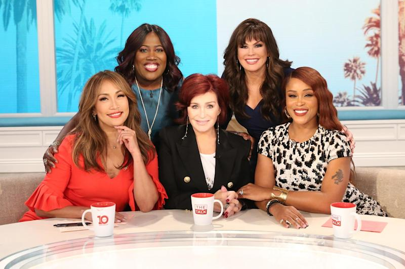 Marie Osmond shows off injured knee, Sharon Osbourne admits to facelift in The Talk premiere