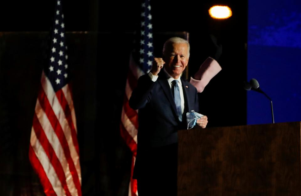 U.S. Democratic presidential nominee and former Vice President Joe Biden raises a fist as he delivers remarks after early results from the 2020 U.S. presidential election in Wilmington, Delaware, U.S., November 4, 2020. REUTERS/Mike Segar     TPX IMAGES OF THE DAY