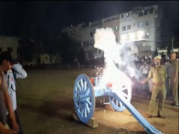 21-gun salute was offered at Shrinathji Temple on the occasion of Janmashtami. (Photo/ANI)