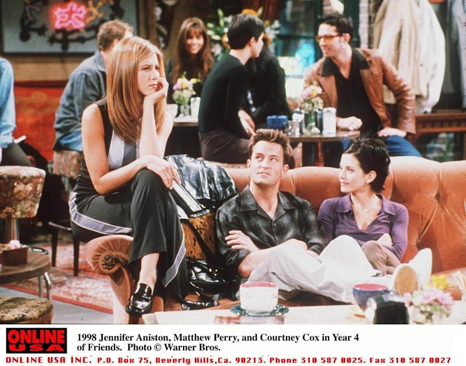 Jennifer Aniston, Matthew Perry, and Courteney Cox in Year 4 of  'Friends' (1998)