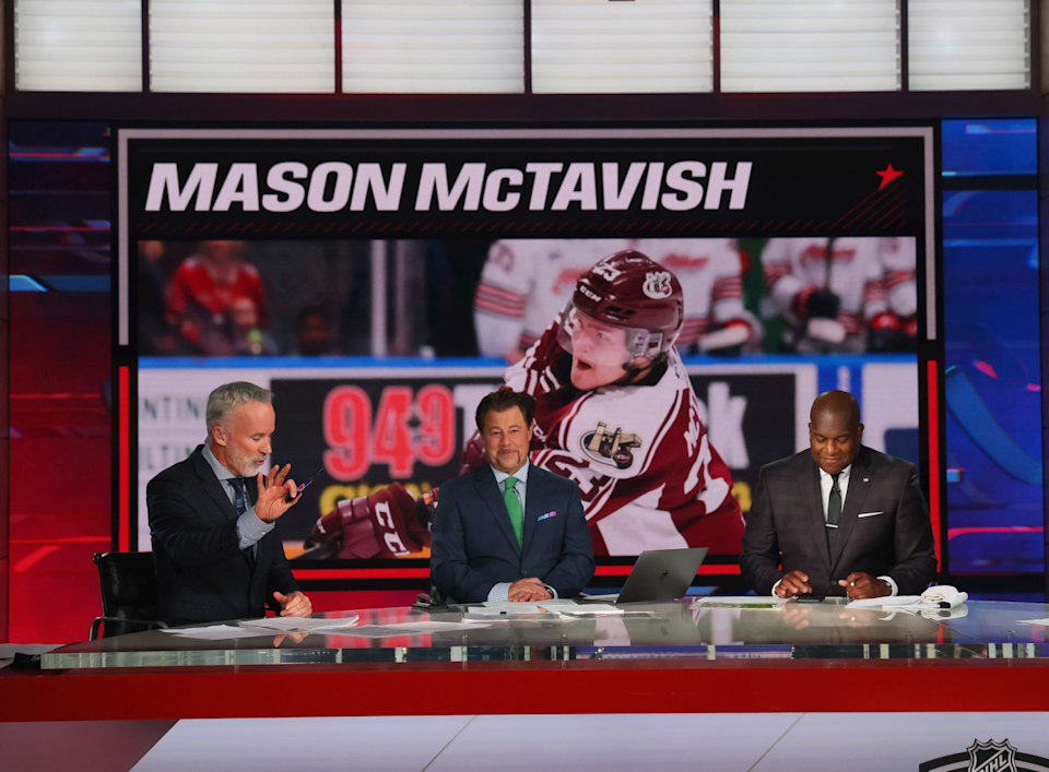 With the third pick in the NHL draft, the Ducks chose Mason McTavish, as revealed above on the NHL Network.